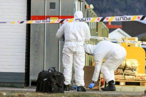 SIKRET SPOR: Politiet sikret spor etter ranet i fjor.