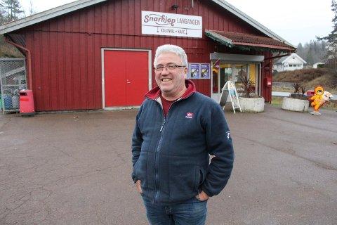 Tormod Eek driver Snarkjøp Langangen. Nå åpner han også bistro i tilknytning til lokalene.