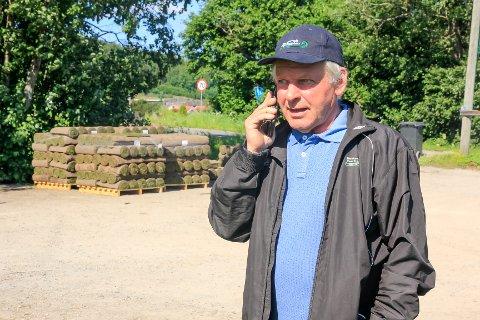 OPPTATT: Telefonen ringer i ett hos Johannes Bjerketvedt.