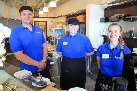 NYTT TEAM: Kjøkkensjef Sondre Vik, May-Iselin Haugseter og Liv Elise Folden er en del av de nye teamet på E18-veikroa.