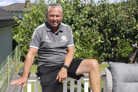 Over 50 aktive år: Jan Roger Langeland klarer ikke å gi seg som aktiv i Pors. Nå er han i full gang med ny sesong som hjelpetrener og lagleder for A-laget. Han har vært aktiv i klubben i mer enn en mannsalder.
