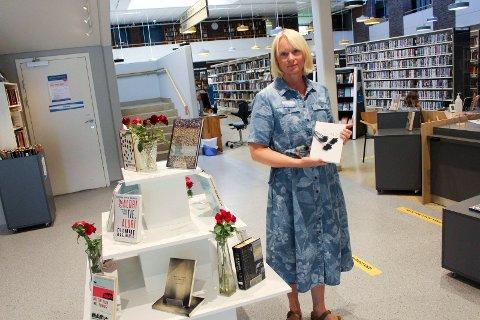 UTSTILLING: Slette har et 20-talls bøker om 22. juli.