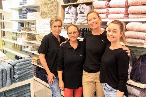 NYERE BUTIKK: – Etter oppgraderingen blir butikken nærmere det nye konseptet for 2021, sier regionsleder Kathrine With (nummer to fra høyre). Her med Sølvi Holte (f.v.), butikksjef Heidi Johannessen og RVM fra hovedkontoret, Martine Mellem.