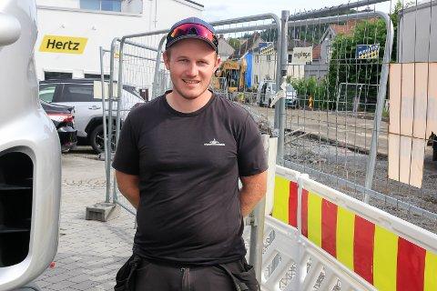 OVER 10 ÅR: – Jeg startet her i sommerjobb da jeg var 14 og har vært med siden. Vi har det moro på jobb og hver dag er forskjellig, som gjør at jeg trives veldig godt, sier Gøran Stenersen (25).