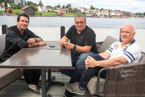 JULI OG AUGUST: Restauranten i Osebrostrøket har vært et prøveprosjekt i sommer, og driver Erdal Knutsen (midten) lover enda bedre mat og service når de er tilbake i mai neste år.