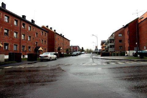Det er kommunen som eier den boligblokka som ble rammet av vannlekkasje på Grønlands plass. Brannvesenet opplyser at byggvakta i kommunen har tatt hånd om berørte beboere.