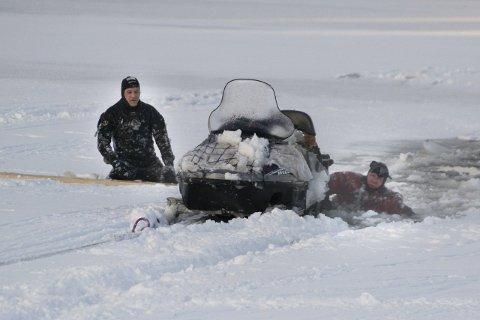 HEVES: Østbygda ILs stjålne snøscooter havnet på Øyerens bunn. Foto: Gunnleik Seierstad