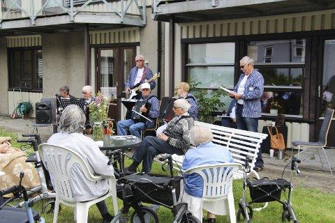 Sankthans: For tredje år på rad kom Lise og Kællærne og spilte og sang på Skautun i forbindelse med feiringen av sankthans. Alle foto: Beate Sloreby