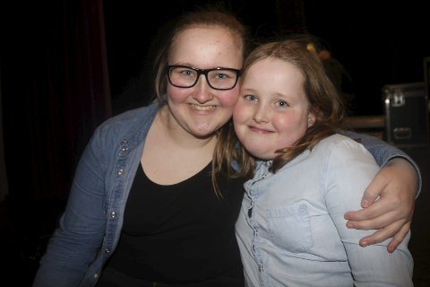 Strålende fornøyde: Da søstrene Miriam og Tuva Holm fikk vite at de gikk videre i UKM jublet de av glede. Nå håper de på å prestere der også.  foto: Joachim Høyer