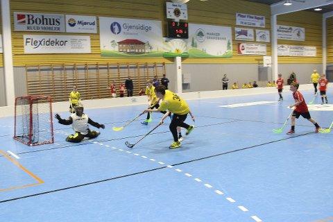 MÅL: Her scorer Herman Stenholt for Oshaug IL. Alle foto: Beate Sloreby