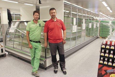 NYTT: Distriktssjef Østfold Lars Petter Martinsen i Kiwi og Butikksjef Rune Ekstrøm i Kiwi Bergenhus gleder seg over de store lokalene.