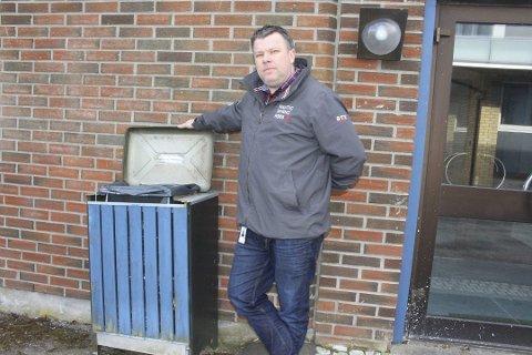 GAMMELDAGS: Seksjonsleder Espen Jordet fastslår at dagens avfallsordning med en dunk er gammeldags. Nå blir det søppelsortering.