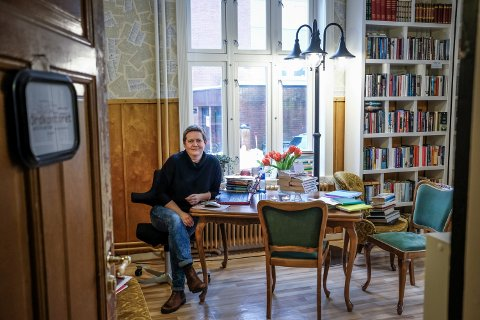 Mange er usikker på konseptet til Ordkontoret. Er det et kontor eller butikk. Kunder lar seg lure av arbeidsbordet til Hege Sørensen, som kan bekrefte at Ordkontoret er en bokbutikk der kunder kan handle bøker.