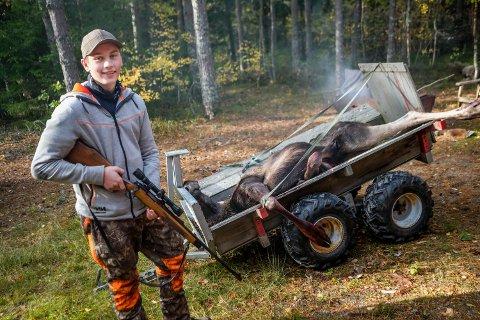 Anders Buer (16) skjøt sin første elg, ei kvie, på sin første jaktdag med børse.