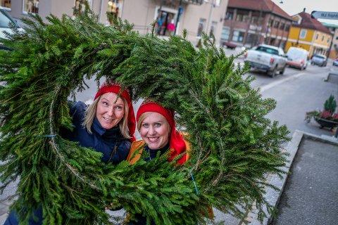 Kristin Kirkeng og Inger-Marie Stubberud er klare for å fylle sentrum med juleaktiviteter under julegateåpningen til lørdag.