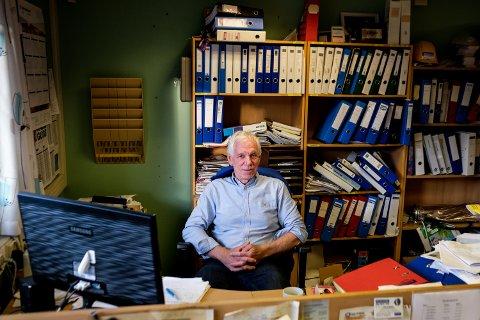 Etter rundt 30 år ved kontorene i Rådhusveien 2 ser Arvid Pettersen etter nye lokaler til bedriften El-Installasjon.