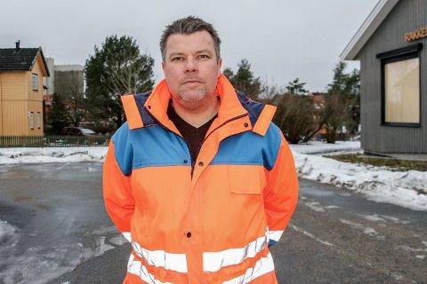 PENGER TIL VEI: Seksjonsleder teknikk, miljø og landbruk i Rakkestad kommune, Espen Jordet, var tilstede på teknikkutvalget og fortalte om kommunens investeringer i blant annet kommunale veier.