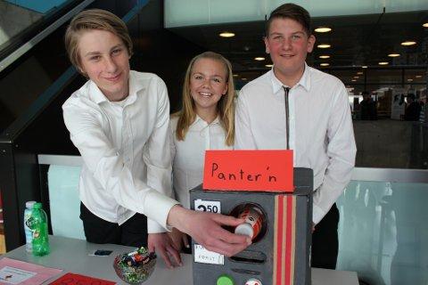 Jonas Holm Aadahl, Wilde Fjeldsæter og Peter Stubberud i elevgruppen Panter'n a Kirkeng skole i Degernes kom på 3. plass i fylkesfinalen Årets SMARTing.