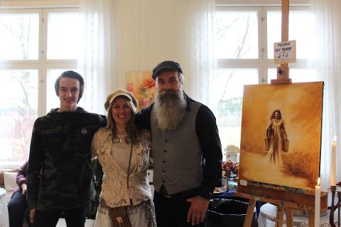 Kunstnerisk trio: Kari og Øystein Kjøll sammen med deres gjesteutstiller Thomas Burås under deres utstilling «People get ready».