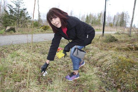 Plukker: Marie-Luise Gattermann (Susi) plukker ofte søppel når hun er ute og går tur.