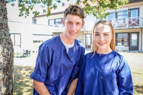 Jens Jenssen og Dina Buer er glade for at de fikk sommerjobb på Skautun.
