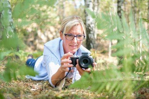 Hege Studsrud leter både høyt og lavt etter inspirerende motiver i naturen.