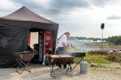 Skal bli mat: Politiet lover at det skal bli mulig å lage mat på Gatebil, selv om det er et generelt grill-forbud. Illustrasjonsfoto