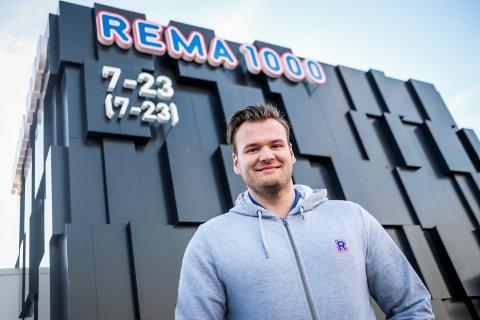 Garn-Even Kirkeng (26) fra Hærland er ny driver av Rema 1000 i Skogveien.