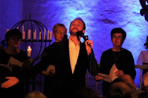 Kraftfullt: Erik-André Hvidsten synger for full hals.
