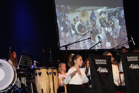 På scene: Rakkestad skolekorps er med og spiller når  teaterforestillingen KORPS av Knut Nærum settes opp i Rakkestad.