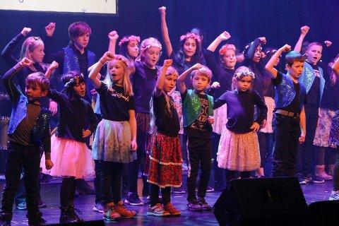 TALENTFULLE: De unge aktørene i Fabelaktig sprer et budskap om solidaritet med glede og talent.