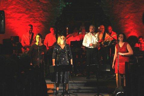 Populært: Fosser Garasje inviterte folk inn i julestemningen med konsert i kirken i fjor. Nå gjentar bandet suksessen.