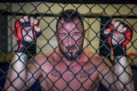 KAMPKLAR: Kim Valhalla Johansen går sin fjerde proffkamp i MMA, lørdag 23. november.