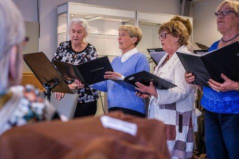 Konsert: Pensjonistkoret synger på Familiesenteret.
