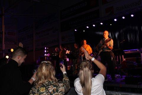 FOLKSOMT: Bygdefesten trakk 900 til Rakkestadhallen,  lørdag kveld.