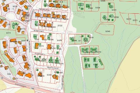 Skal bygge: Det skal settes opp kjeda eneboliger i to plan på en tomt i Prestegårdsskogen boligområde. Tomten står i dag ubebygd i et område med ene- og flermannsboliger.