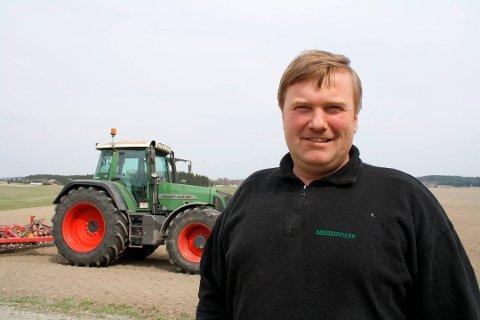LURT MED BACKUP: Kjell kopperud mener det er taktisk lurt at bønder tenker på hva de kan gjøre for å løse en eventuell  ny tørkesommer.