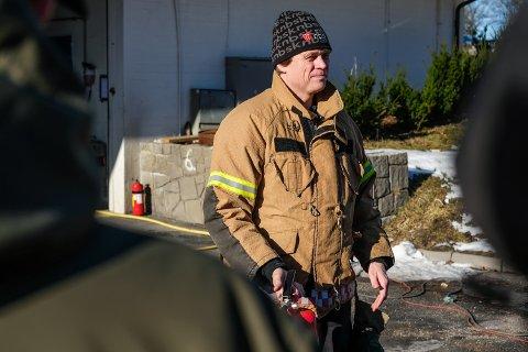 IKKE TENN BÅL: Branninspektør Bjørn Erik Studsrud ville ikke ha grillet ute i naturen slik situasjonen er nå.