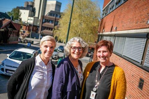 GLADE: Gunn Marit Haglund i barnevernstjenesten, kultursjef Grethe Torstensen og saksbahandler May-Britt Lunde Nordli i Rakkestad kommune, var alle glade over å ha fått støtte.