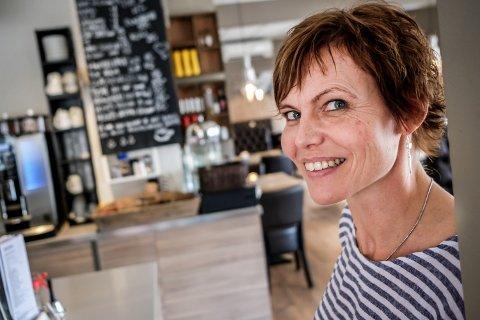 SER FREM TIL Å SELGE: Det var et vanskelig valg å ta, men nå begynner Anne-Grethe Rydstrøm å se frem til å selge Solsiden Cafe & Bistro.