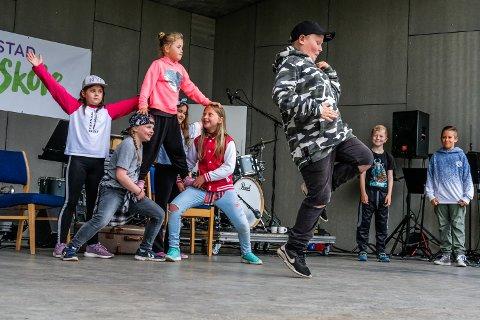 LEKENT FOTARBEID: Kristian Dahl (8) viste frem noen lette og fine dansetrinn.