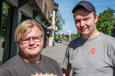 STRENGERE KRAV: Ole-Kristian Holm Christoffersen og Ola Tjerbo mener norske myndigheter burde stille strengere krav til lastebiler som kommer inn i landet.