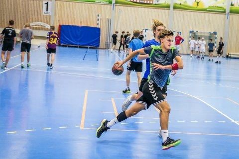 EN AV DE ELDSTE: Petter Felix Pettersen var en av de eldste på håndballcampen.