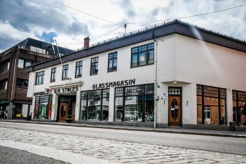 SLUTT: Det var søndag kveld at den 154-år gamle bedriften slapp nyheten om at familien selger sentrumsgården og legger ned butikken i Storgata 4, som har holdt åpent i Rakkestad sentrum siden 1929.