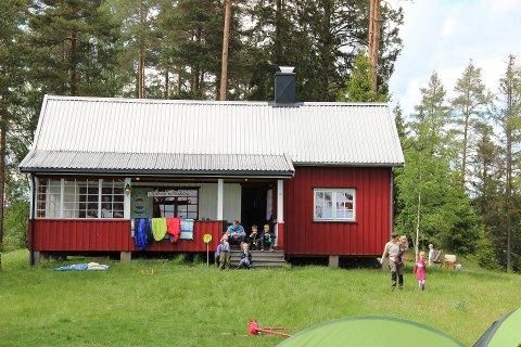 UNDER OPPUSSING: Både hytta, som eies av Rakkestad Mandskor, på Strandøya og området rundt oppgraderes.