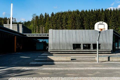 SMITTET: Onsdag kveld ble det kjent at en sjetteklassing på Bergenhus skole har testet positivt på covid-19.