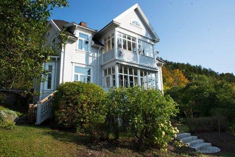 KJØP OG SALG: Villaen i Wintherbakken 19 i Bragernesåsen rakk å ha tre ulike eiere på 16 dager i oktober.