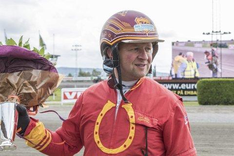VANT I RETTEN: Jan Roar Mjølnerød er Haldens største travprofil. Nå har han vunnet fram i en rettssak om bruk av en vei på Rokke til trening av hester.
