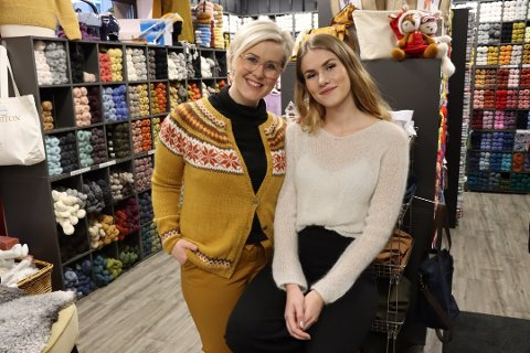 DRIFTIG: Inger-Marie Stubberud (t.v.) ser stadig nye muligheter, og griper dem. Her med butikksjef Mariann Husvik.