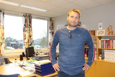 Rektor Lars Fagerhøi ved Rakkestad ungdomsskole.